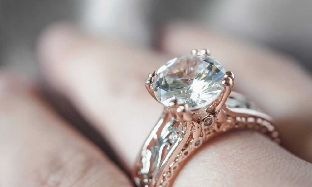 You are currently viewing איזו צורת יהלום הכי טובה? מדריך יעיל לבחירת החיתוך האידיאלי עבורכם